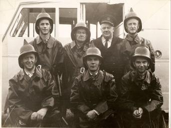 thboy Fire Brigade circa 1962. Background L-R Des White, John Boylan (Capt), Bob Flanagan (Asst. County Fire Chief), Front Row L-R: Johnny Ennis, Joe Murphy, Tom Collins, Colman Kane) Courtesy of Des White