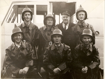 thboy Fire Brigade circa 1962. Background L-R Des White, John Boylan (Capt), Bob Flanagan (Asst. County Fire Chief), Front Row L-R: Johnny Ennis, Joe Murphy, Tom Collins, Colman Kane) Courtesy of Des White
