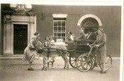Cowans Hotel (Now Darnley Lodge Hotel), Kitty Cowan (cart) and Mrs. Mackey Courtney of Des White.