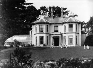 Charlie Parr's home at Glencarrig, Delgany, Co Wicklow. (circa 1925)